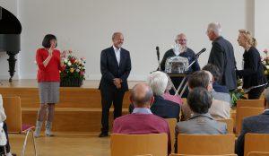 Die GESA verabschiedete ihren Vorstandsvorsitzenden Jochen Schütt - Geschenkübergabe
